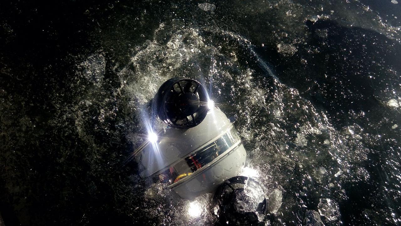 Rov entrando al agua